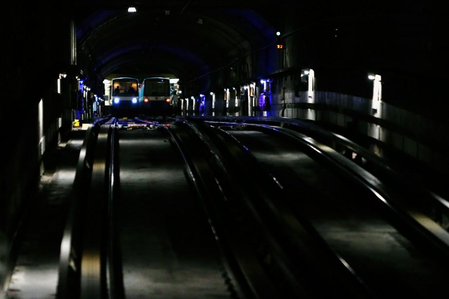Jeudi, les enquêteurs de la division métro du... (Photo Martin Chamberland,La Presse)