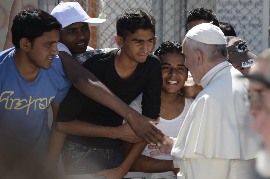 Le pape François a reçu un accueil chaleureux à son arrivée en Grèce. (AP)