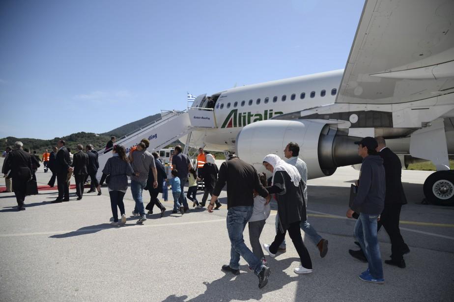 Douze réfugiés syriens, dont six mineurs, ont accompagné samedi le pape François dans l'avion qui le ramène de Lesbos au Vatican, où ils seront hébergés, a annoncé le Saint-Siège. (AFP)