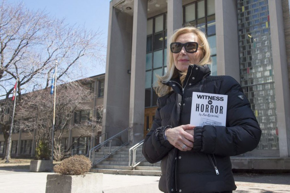 Heidi Berger devant l'École secondaire de Westmount.... (PHOTO RYAN REMIORZ, ARCHIVES LA PRESSE CANADIENNE)