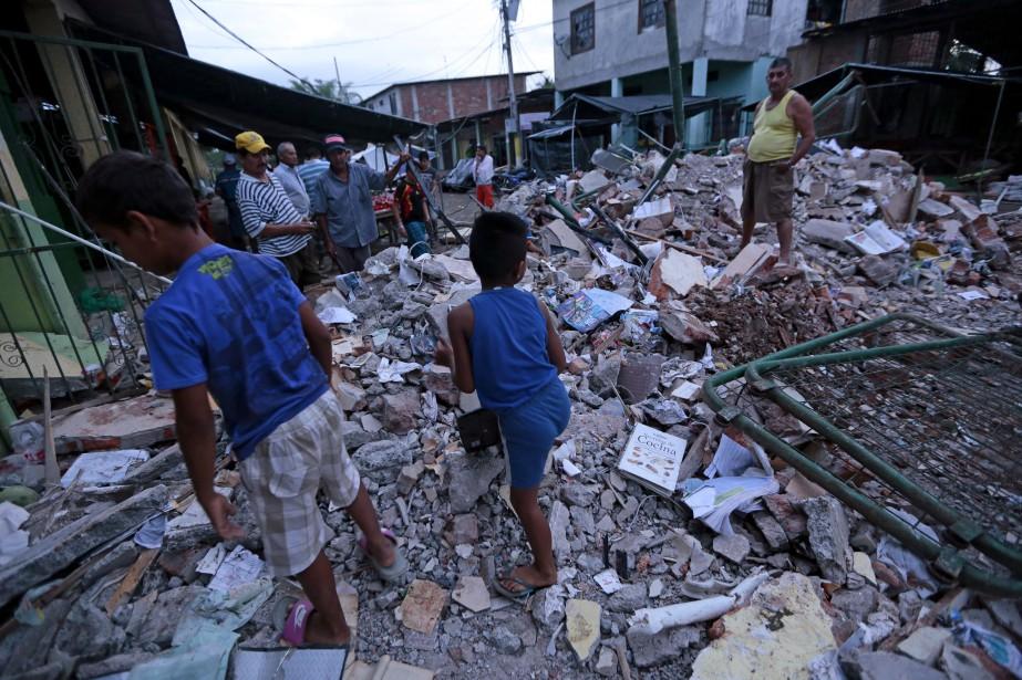 Le séisme de magnitude 7,8 survenu samedi soir a fait au moins 77 morts et près de 600 blessés. (AFP, Juan Cevallos)