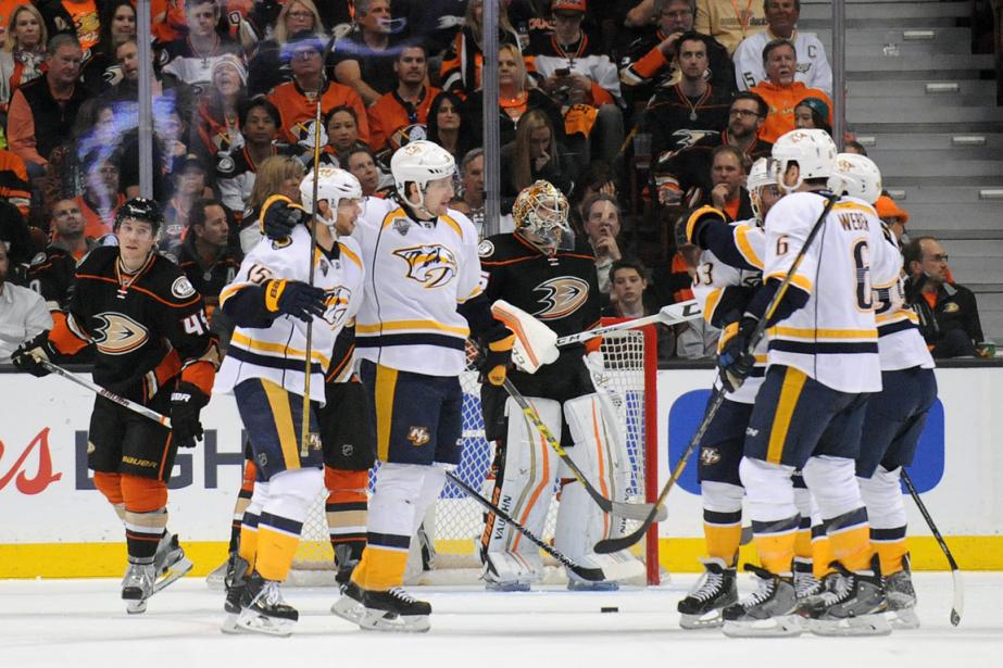 Les joueurs des Predators célèbrent après le but... (Photo Gary A. Vasquez, USA Today)