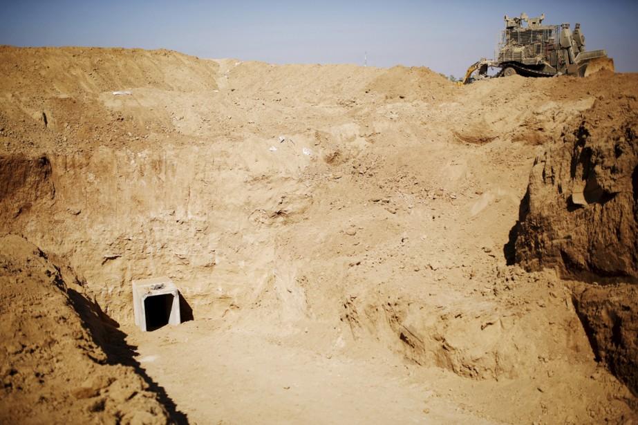 L'entrée d'un tunnel creusé depuis Gaza et découvert... (PHOTO AMIR COHEN, ARCHIVES REUTERS)