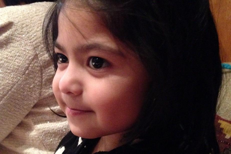 Julia Dela-Cruz, 5 ans, mesure environ 3pi. 5po... (PHOTO POLICE PROVINCIALE DE L'ONTARIO)