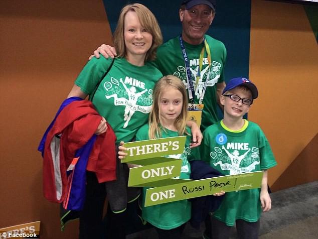 Mike Rossi a emmené ses enfants à Boston... (Image tirée de Facebook)