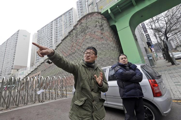 Choi Seung-woofait partie de ces milliers de personnes... (PHOTO AP)