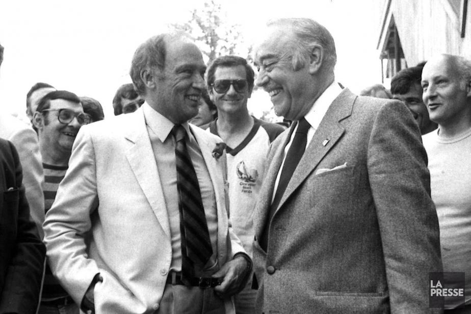 Lucien G. Rolland en compagnie du premier ministre... (PHOTO RENÉ PICARD, ARCHIVES LA PRESSE)