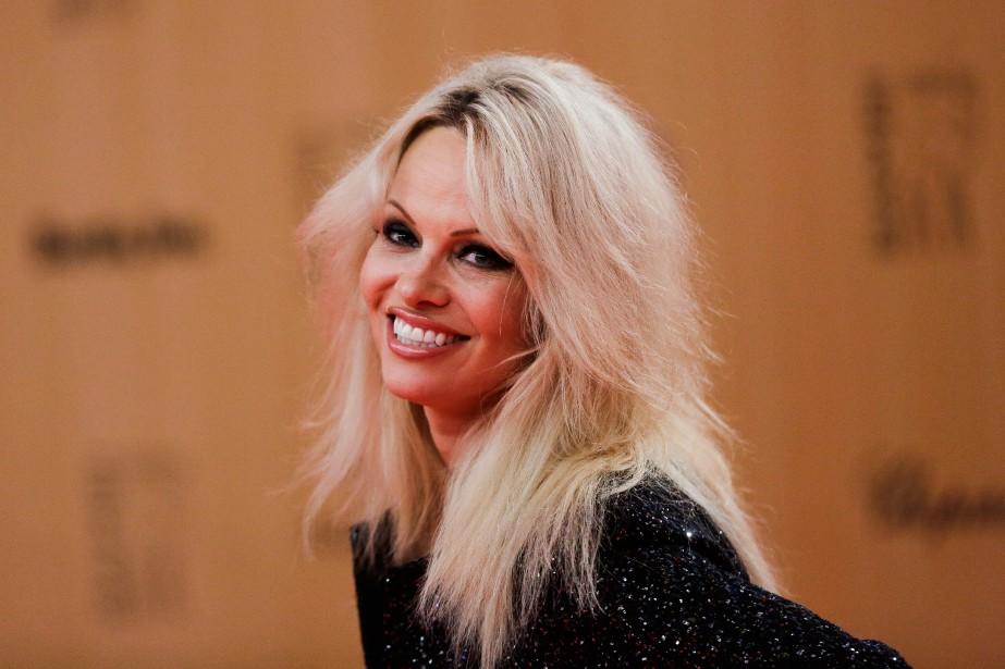 Dans Sur-Vie,Pamela Anderson jouera l'animatrice d'une téléréalité où... (PHOTO ARCHIVES AP)