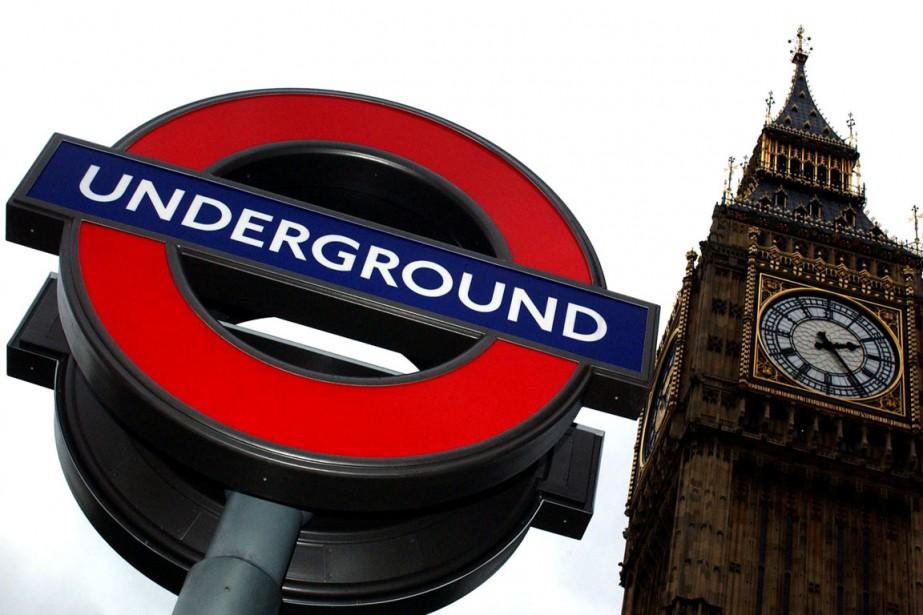 Une station du métro de Londres, tout près... (PHOTO REUTERS)