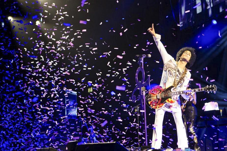 Prince lors d'un spectacle à Birmingham. La date...