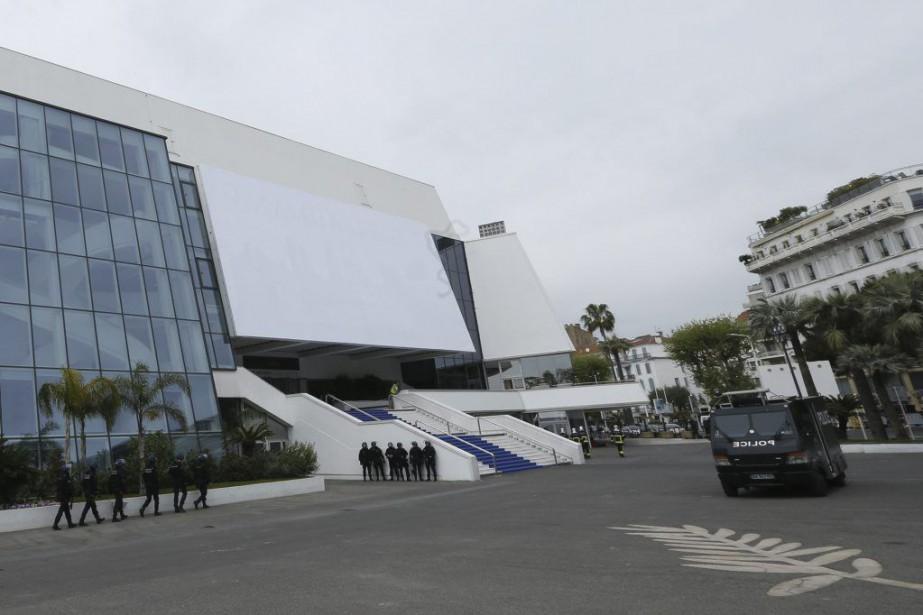 Le Palais des festivals de Cannes, dans le sud de la France, a été... (PHOTO AFP)