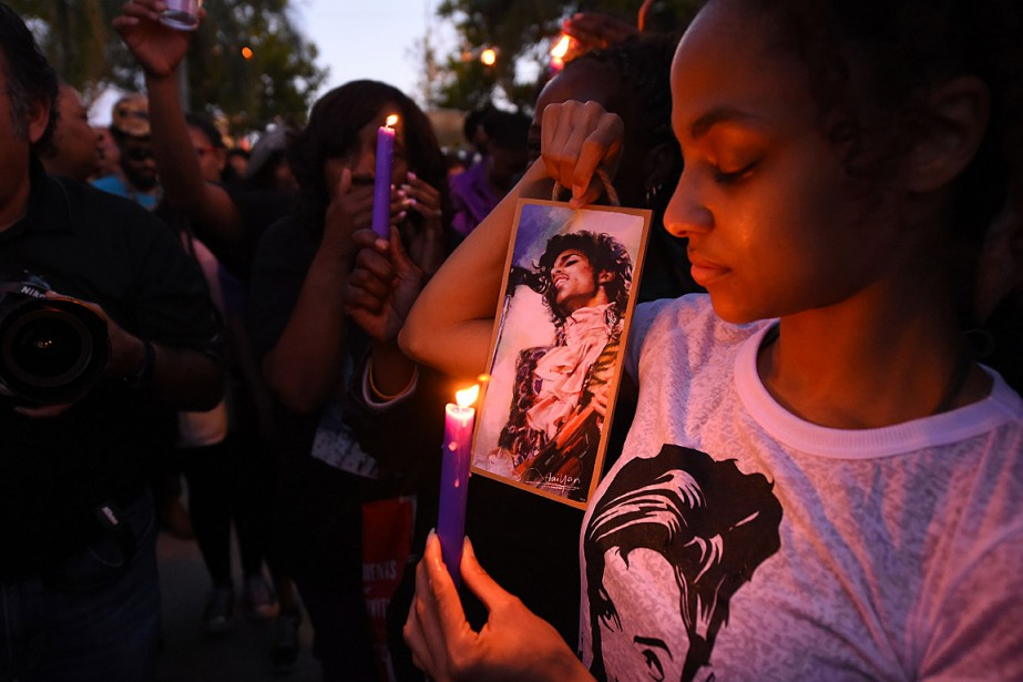 Des milliers de personne à travers le monde... (PHOTO ROBYN BECK, AFP)