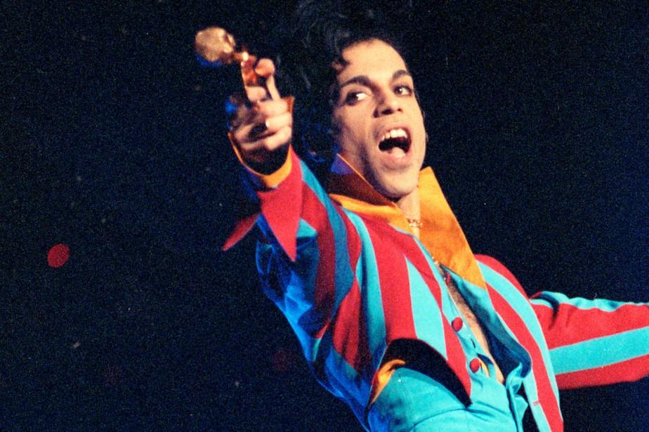 Prince lors d'un spectacle à Montréal, en 1993.... (PHOTO ROBERT MAILLOUX, ARCHIVES LA PRESSE)