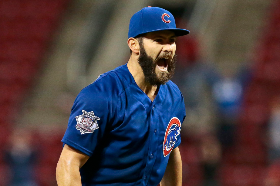 L'as lanceur des Cubs Jake Arrieta a signé... (Photo Sam Greene, AP)