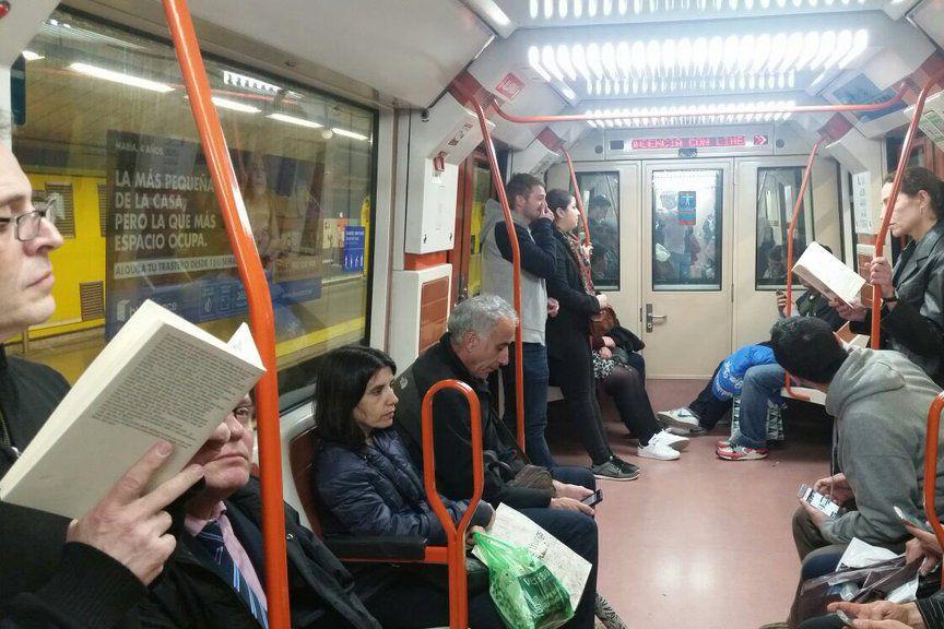 La «Noche de los Libros» (Nuit des livres)... (Photo tirée de Twitter, La Noche de los Libros)