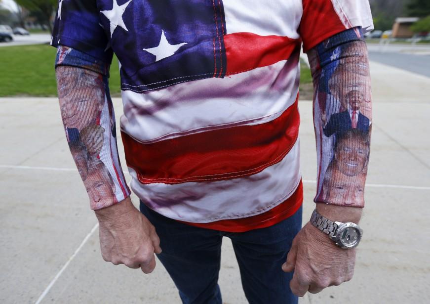 Un citoyen de Pennsylvanie participe au rassemblement vêtu des couleurs de Donald Trump. (AP, Julio Cortez)