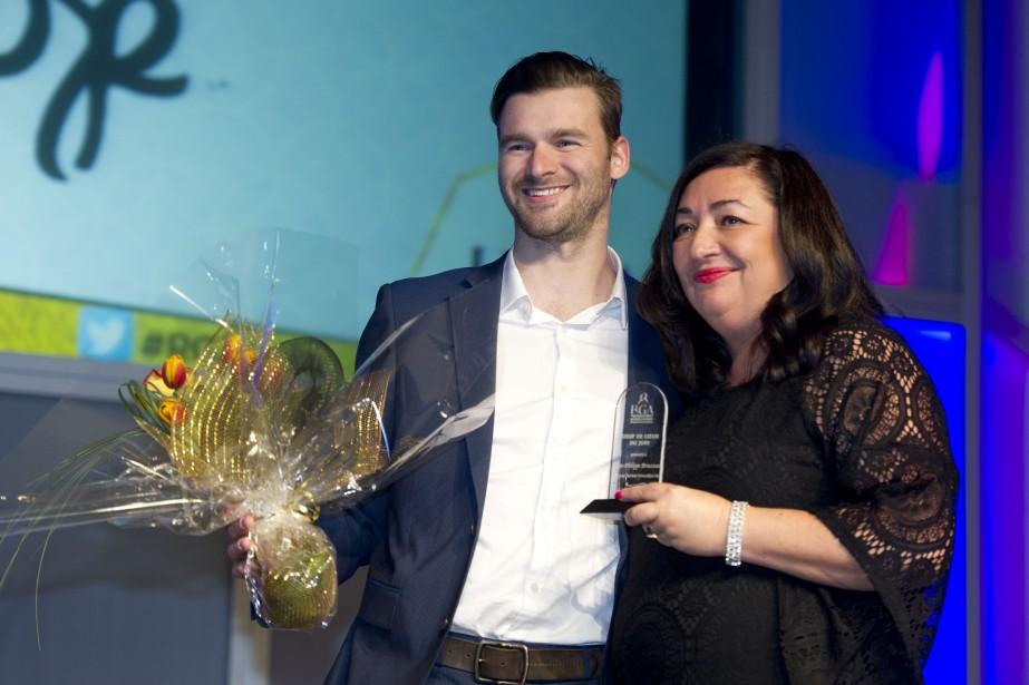 Un des quatre prix Coup de coeur du jury a été remis àJean-Philippe Brousseau, pdg de Le Loop Genèze Innovation. À ses côtés,Christine Cadieux, de Sunwing. (Martin Roy, LeDroit)