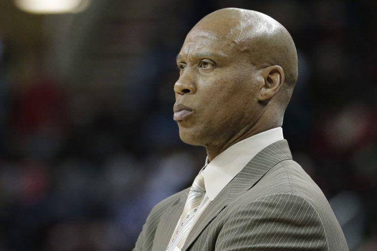 ByronScott a été l'entraîneur des Lakers pour les... (PHOTO TONY DEJAK, ARCHIVES AP)