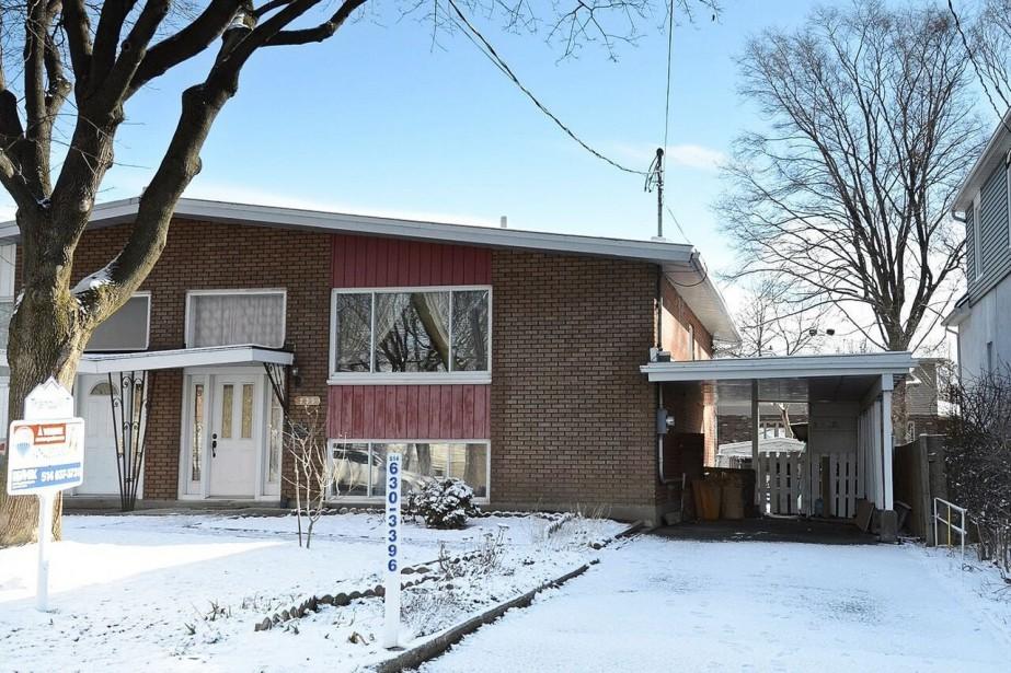 Cette maison de plain-pied à Dorval a été... (PHOTO FOURNIE PAR LES COURTIERS)