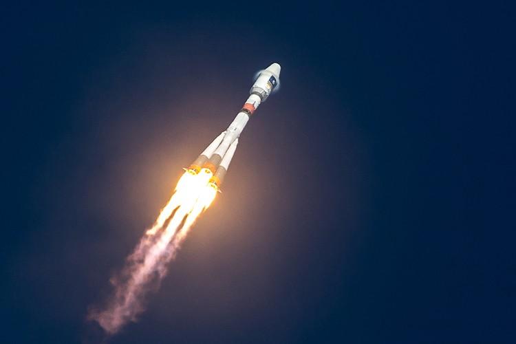 Le lanceur russe Soyouz a placé en orbite avec succès deux... (PHOTO AFP)