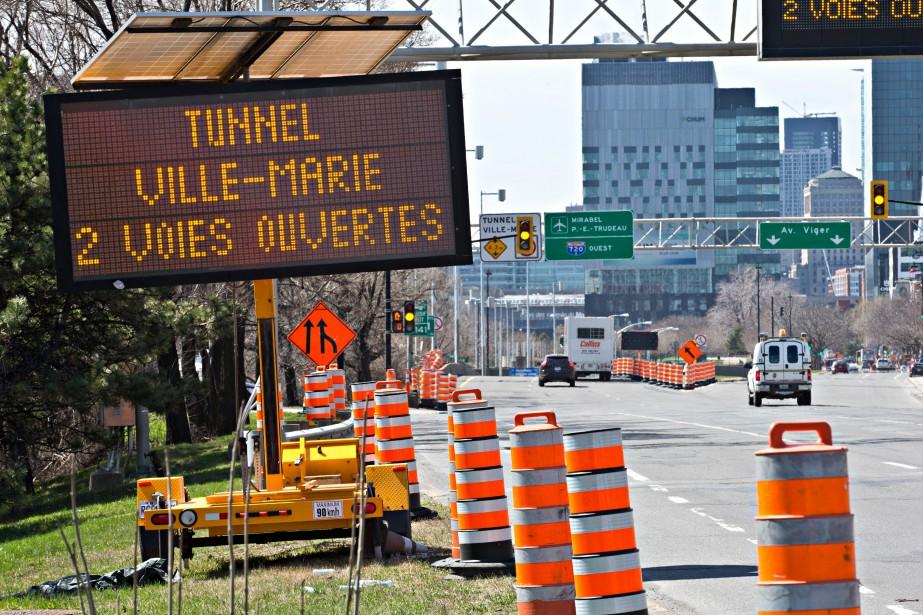Depuis lundi, la moitié des voies de circulation... (PHOTO PATRICK SANFAÇON, LA PRESSE)