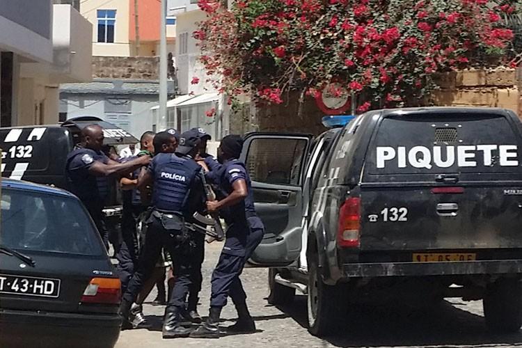 Le premier ministrea salué l'action de «la police... (PHOTO REUTERS)