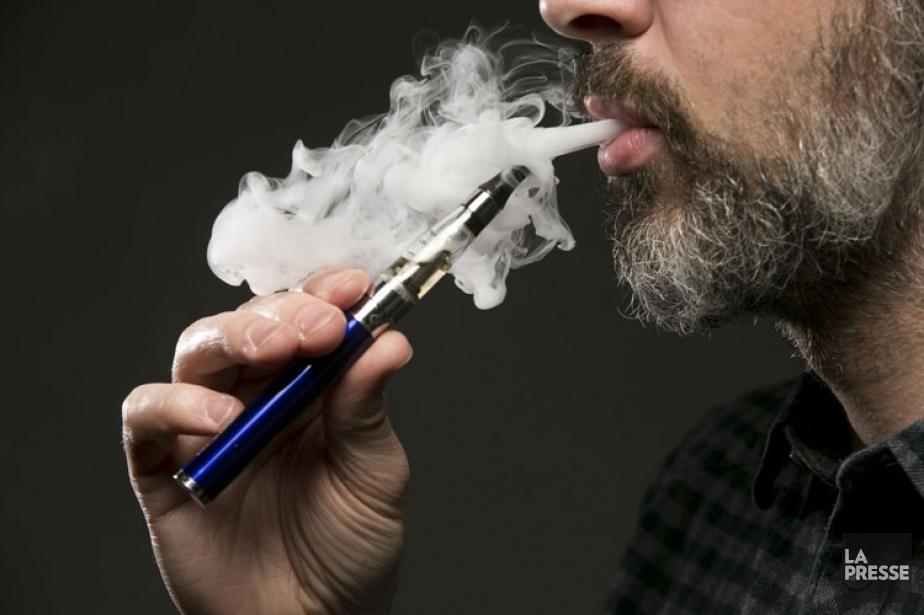 Le rapport britannique indique que la cigarette électronique... (PHOTO HUGO SÉBASTIEN AUBERT, LA PRESSE)