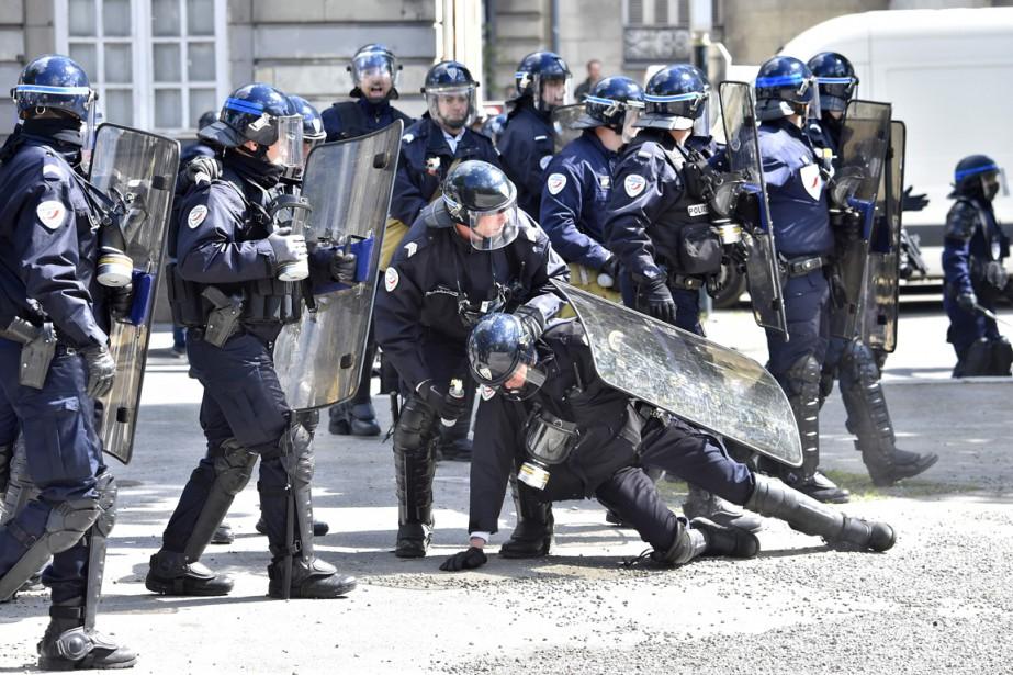 Le ministre de l'Intérieur Bernard Cazeneuve a annoncé... (PHOTO LOIC VENANCE, AFP)