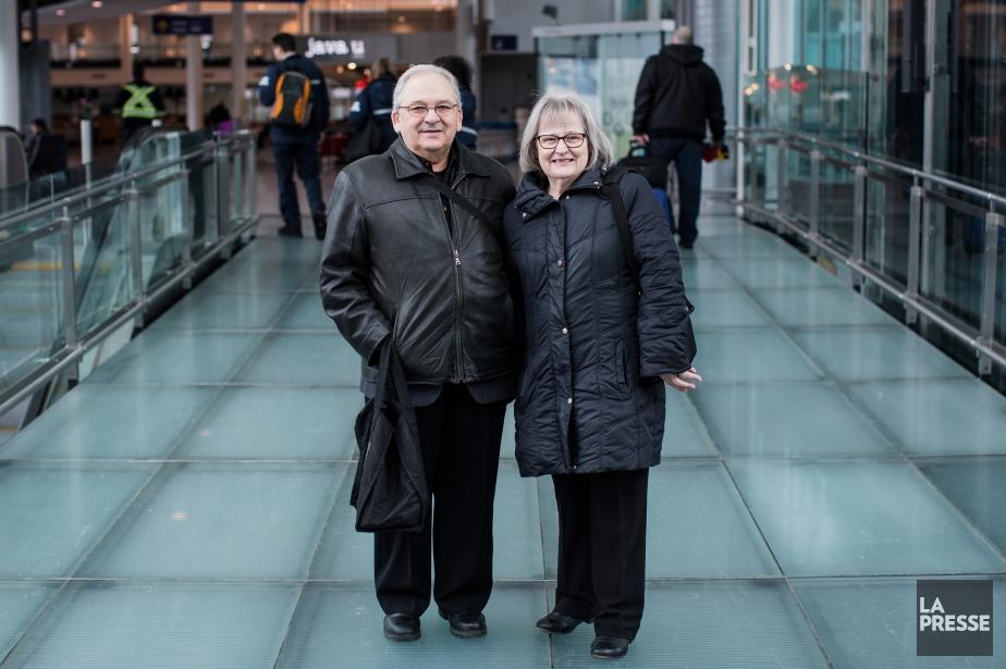 Claude et Huguette Mathieu, les aumôniers de l'aéroport.... (PHOTO ÉDOUARD PLANTE-FRÉCHETTE, LA PRESSE)
