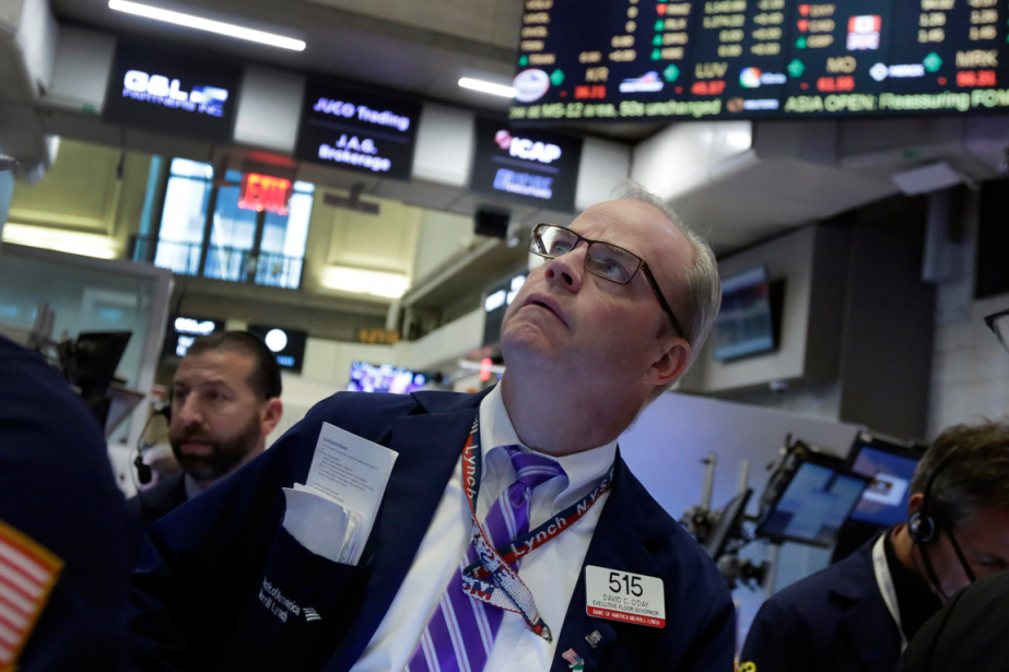 Wall Street a fini hésitante vendredi,... (Photo Richard Drew, Archives AP)