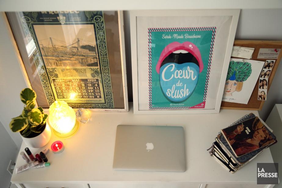 La table de travail de Sarah-Maude Beauchesne.... (PHOTO MARTIN CHAMBERLAND, LA PRESSE)