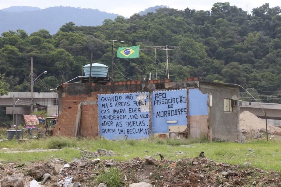 «Quand il n'y aura plus de terrains publics à vendre, ils vont vendre les favélas. Qui va les réclamer?» (Collaboration spéciale Guillaume Piedboeuf)