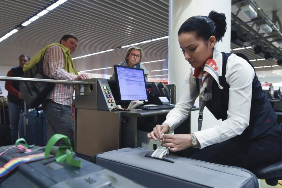 Les passagers de trois vols seulement pouvaient s'enregistrer... (PHOTO JOHN THYS, AFP)