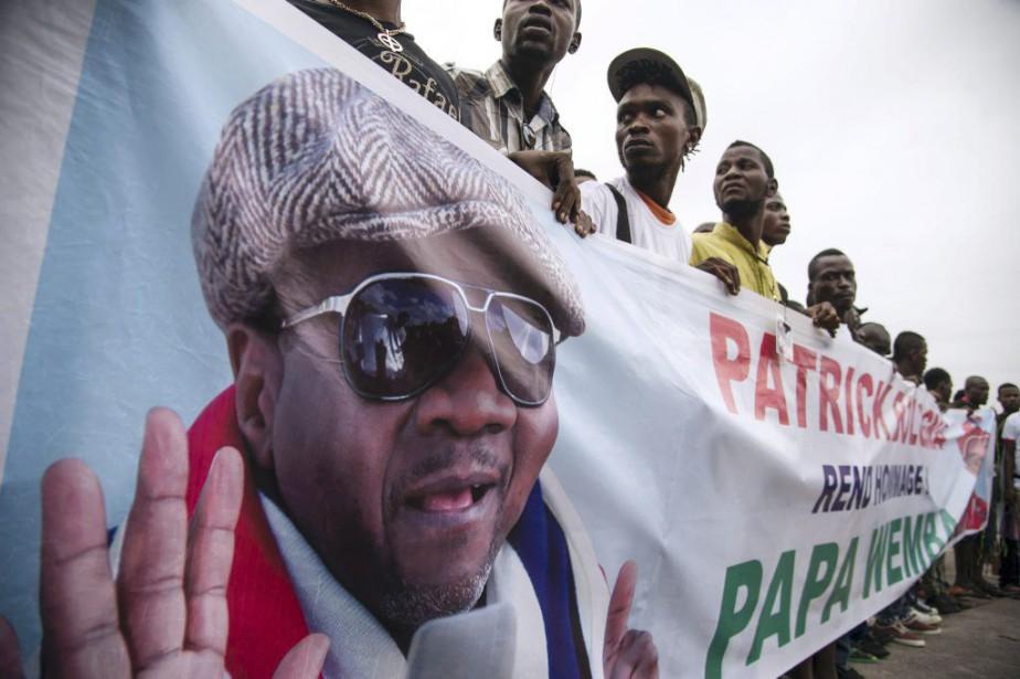 Des fans de Papa Wemba étaient réunis à... (PHOTO AFP)
