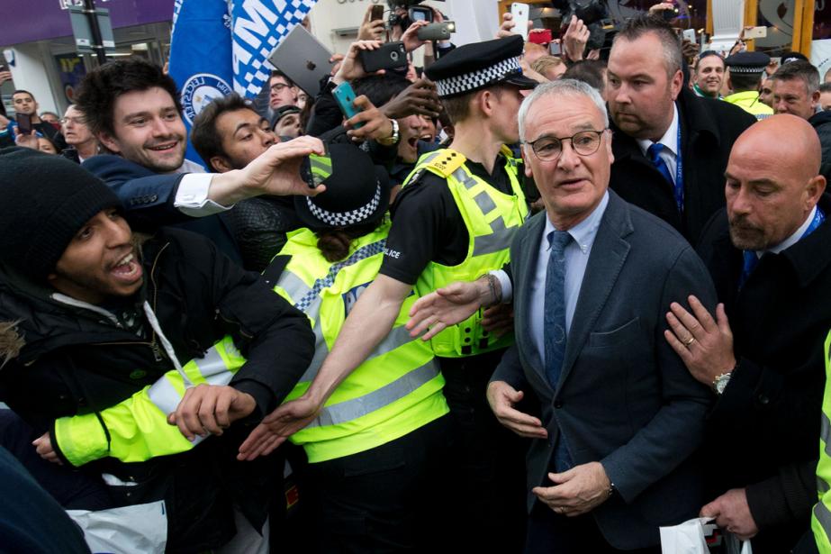 L'entraîneur de Leicester City, Claudio Ranieri (à droite),a... (Photo Justin Tallis, AFP)