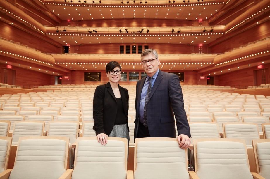 Les associés Clémentine Sallée et Alain Massicotte dans la salle de concert de la Maison symphonique de Montréal (Crédit photo : Jean-Sébastien Dénommé)