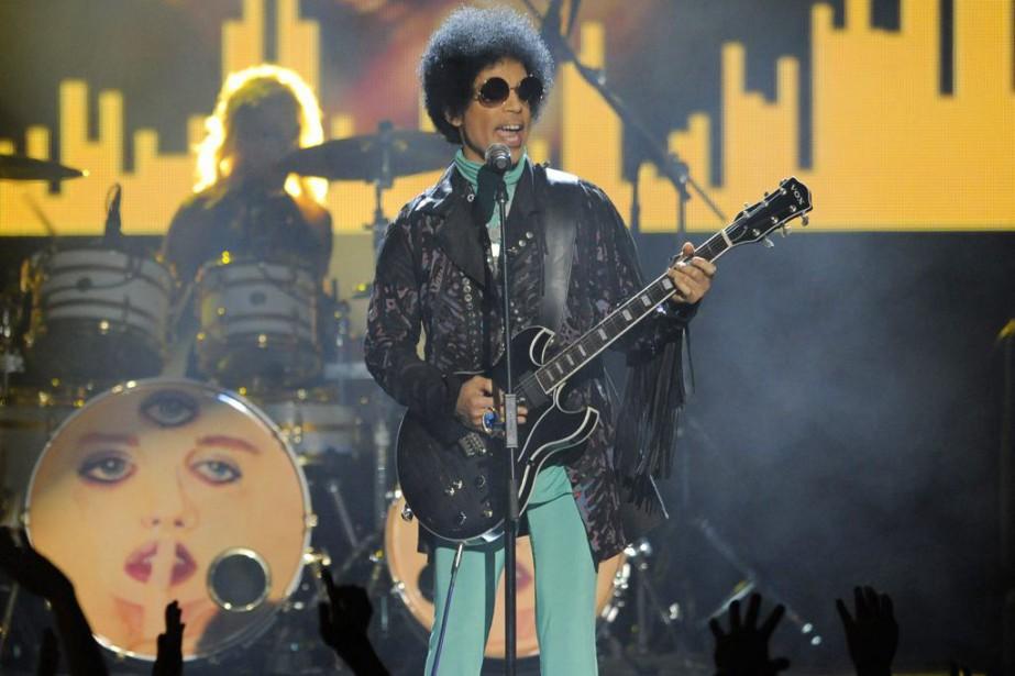 Prince lors d'un spectacle aux Billboard Music Awards... (PHOTO ARCHIVES AP)