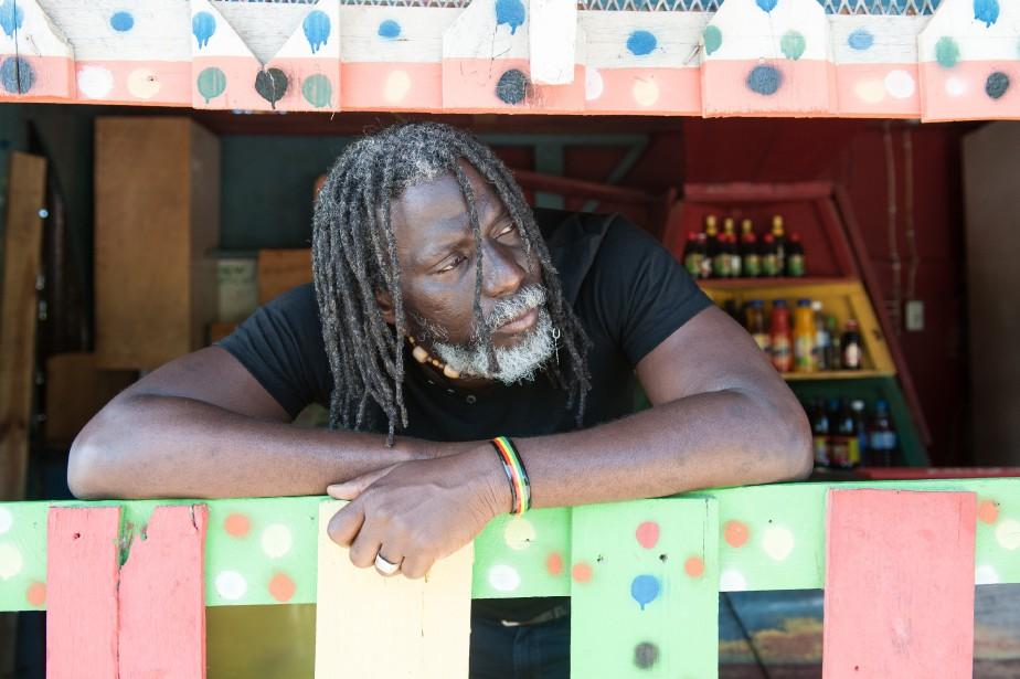 Tiken Jah Fakoly reprend les classiques de la... (PHOTO YOURI LENQUETTE, FOURNIE PAR NUITS D'AFRIQUE)
