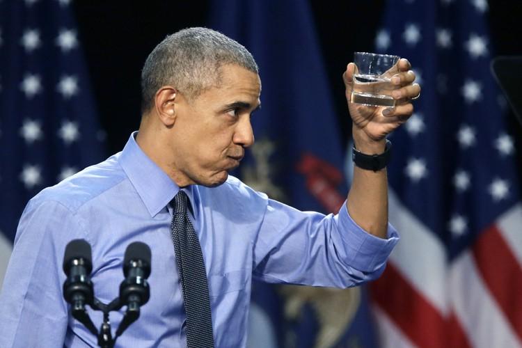 Réclamant un verre d'eau au milieu de son... (PHOTO AP)