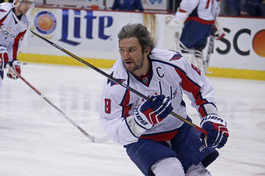 Le capitaine des Capitals, Alex Ovechkin, patine pendant... (PHOTO GENE J. PUSKAR, ASSOCIATED PRESS)