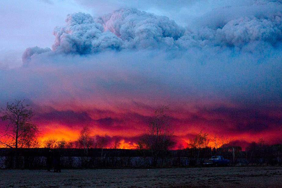 Lesincendies de forêt ont déjà anéanti certains quartiers... (Photo Jason Franson, PC via AP)