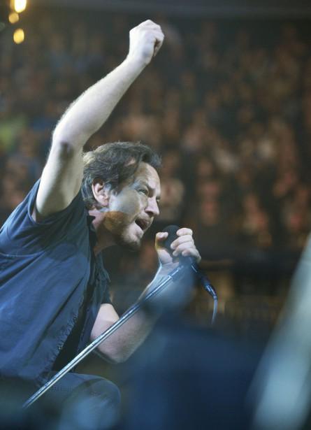 La troupe d'Eddie Vedder était de passage à l'amphithéâtre de Québec jeudi. (Le Soleil, Jean-Marie Villeneuve)