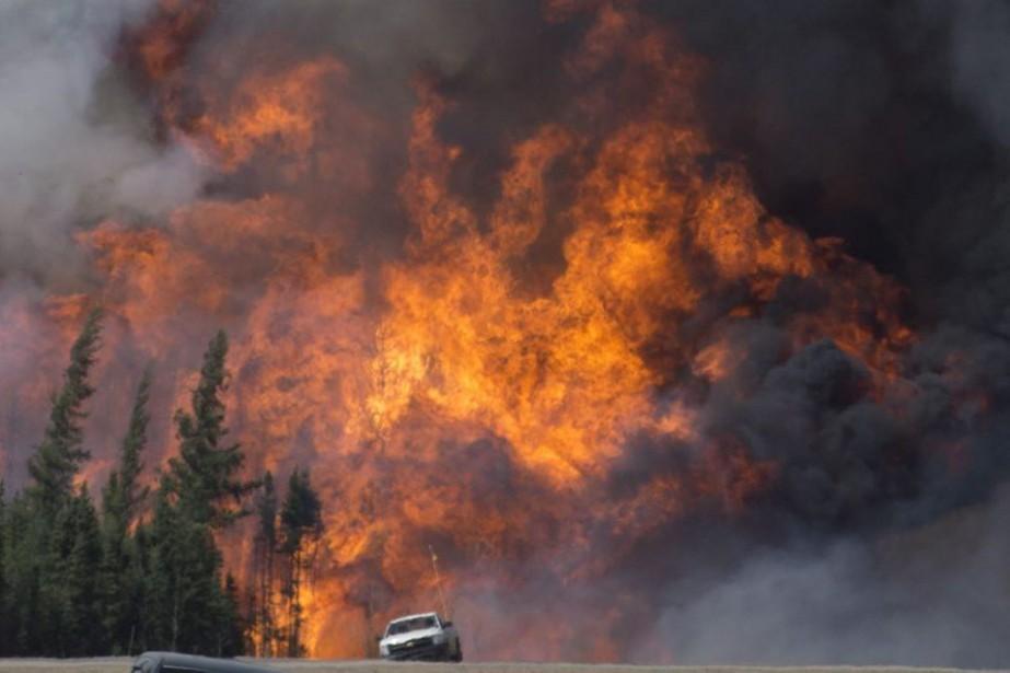 La fumée près du niveau du sol peut... (PHOTO JONATHAN HAYWARD, LA PRESSE CANADIENNE)