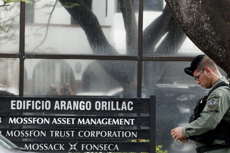 Le cabinet panaméen d'avocats Mossack Fonseca a menacé... (PHOTO R)
