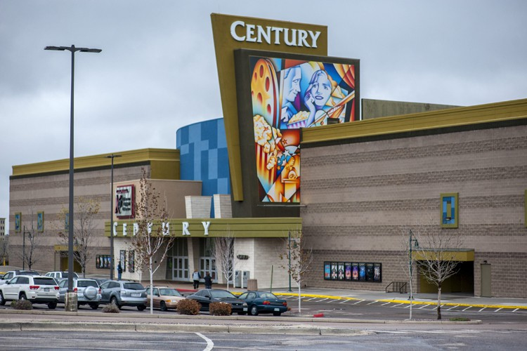 Le cinéma Century 16, à Aurora, au Colorado.... (PHOTO REUTERS)