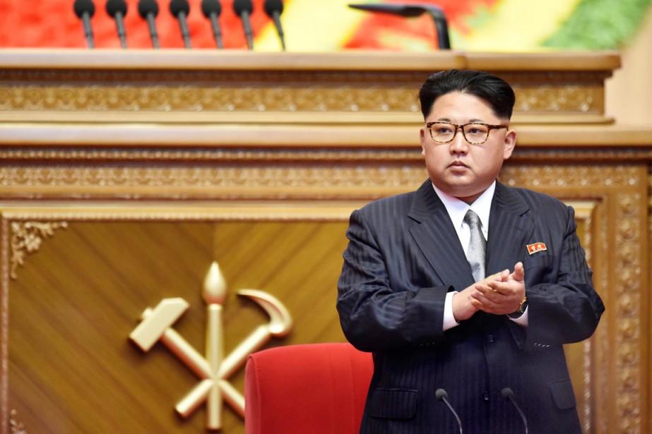 Kim Jong-un applaudit durant le premier Congrès du... (PHOTO KYODO/REUTERS)