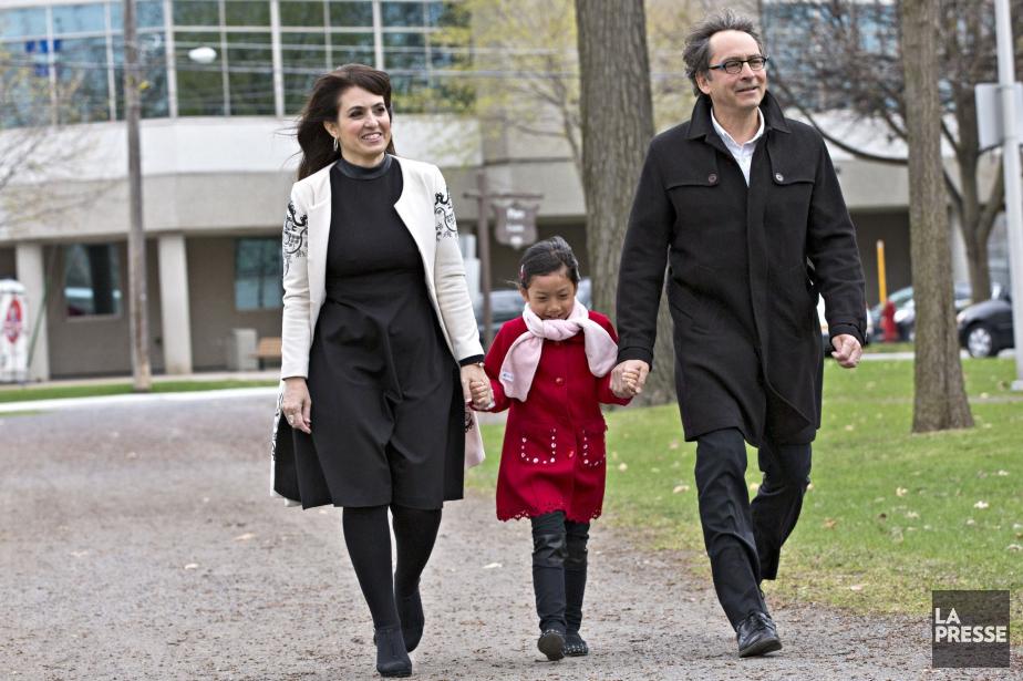 Véronique Hivon s'est présentée avec sa fille Iris... (Photo Patrick Sanfaçon, La Presse)