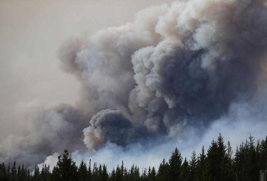 Les particules de cendres des incendies urbains tendent... (Photo AFP)