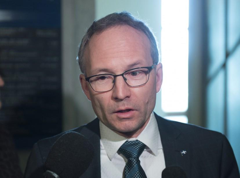 Le ministre des Affaires municipales, Martin Coiteux... (Photo Jacques Boissinot, archives La Presse Canadienne)