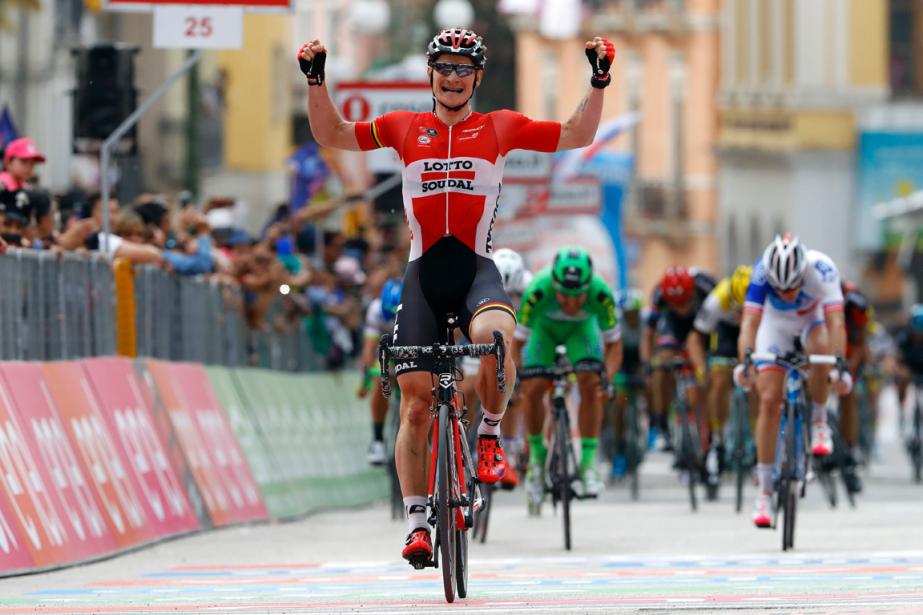 L'Allemand Andre Greipel alevé les bras au ciel... (Photo Luk Benies, AFP)